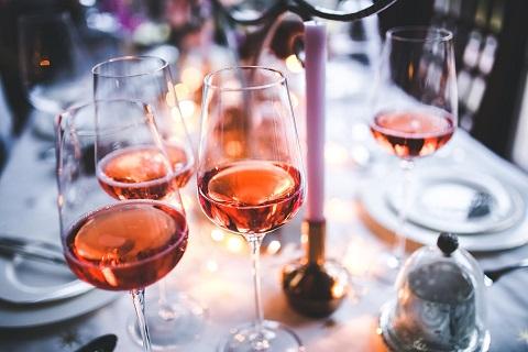 Hoe Roze wijn maken